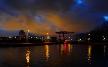 Delft langs de Vliet met gistfabriek