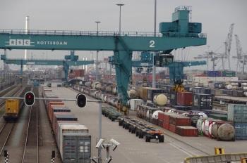 Pernis lijnenspel containers en Betuwelijn2