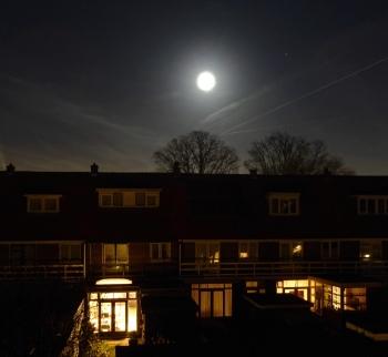Maan boven Alkmaar
