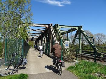 Spoorbrug en fietsbrug bij Neerpelt