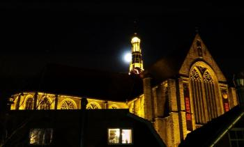 alkmaar-grote-kerk-en-maan